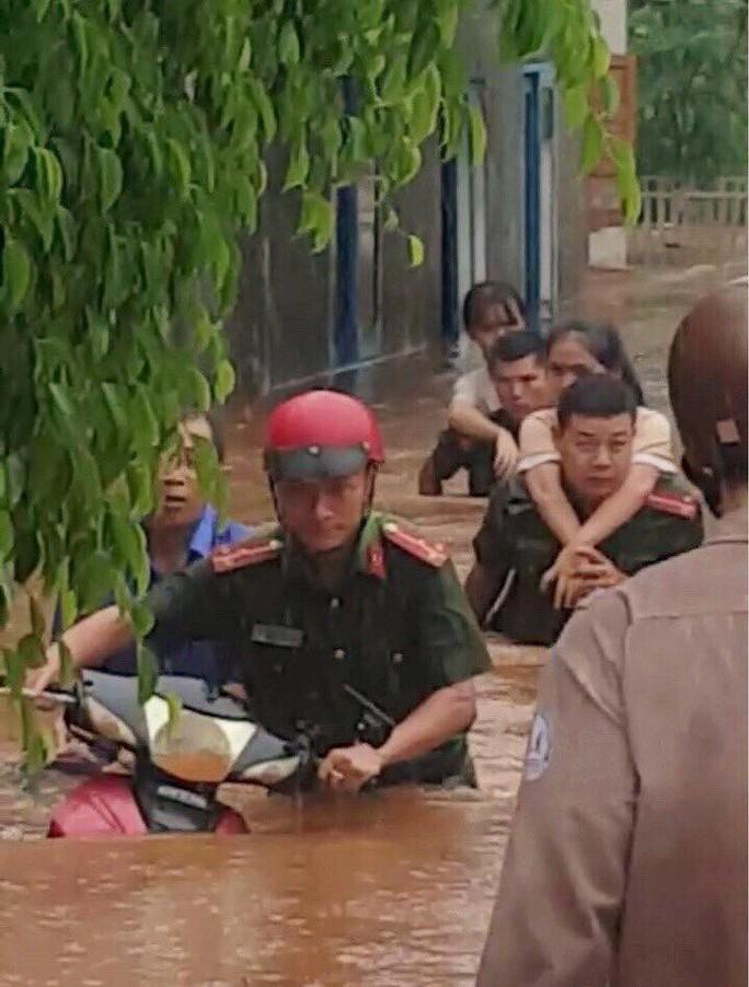 Đắk Lắk: Mưa lớn gây ngập hàng ngàn nhà dân, 1 người tử vong - Ảnh 6.