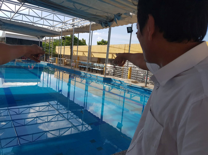 Nam sinh lớp 10 chết trong bể bơi của thị xã Hương Thủy - Ảnh 1.