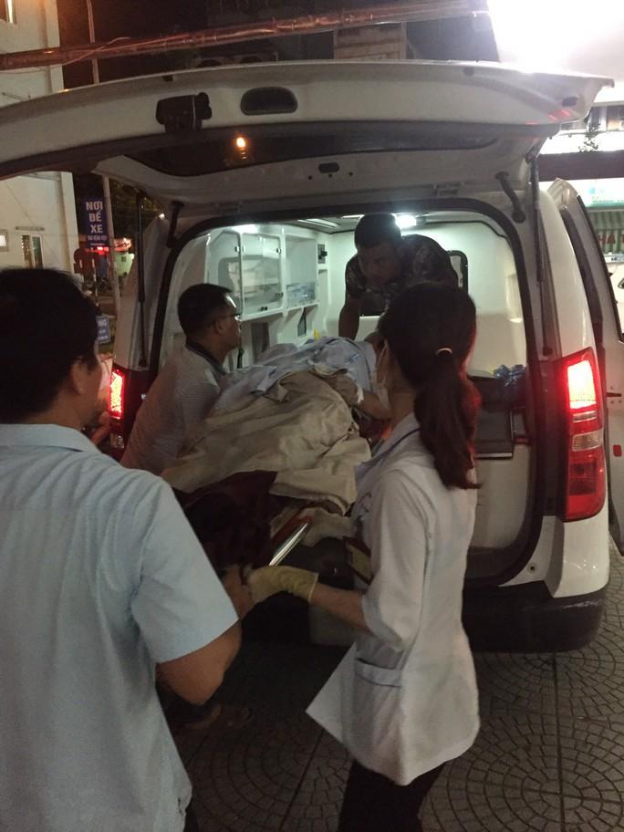 Sập giàn giáo công trình cây xăng, 7 người bị thương, 1 người mất tích - Ảnh 3.