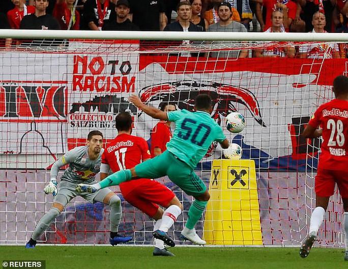 Hazard lập siêu phẩm, Real Madrid thắng nhọc nhằn bò đỏ Salzburg - Ảnh 4.