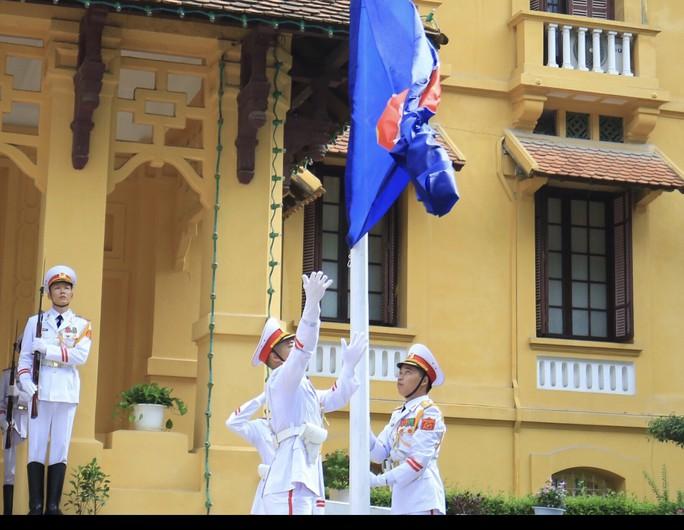 Lễ Thượng cờ ASEAN tại Hà Nội - Ảnh 3.