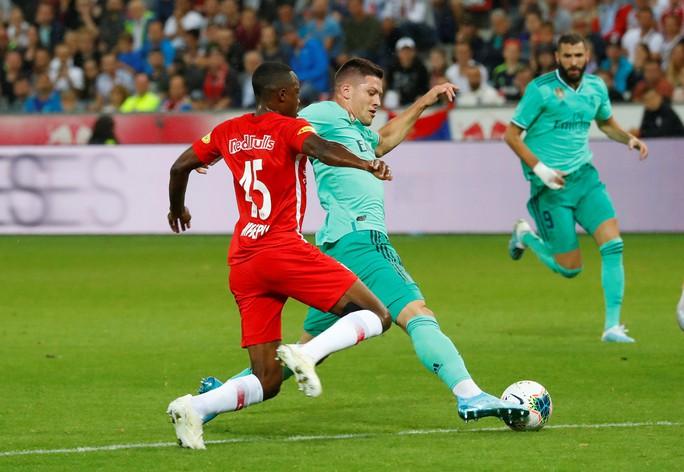 Hazard lập siêu phẩm, Real Madrid thắng nhọc nhằn bò đỏ Salzburg - Ảnh 6.