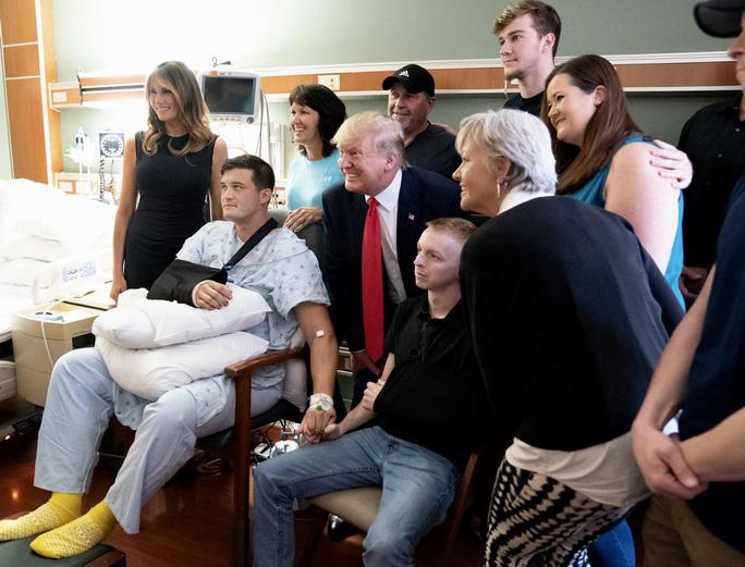 Ông Trump: Nhiều người lợi dụng vụ xả súng để tìm kiếm lợi ích chính trị - Ảnh 3.