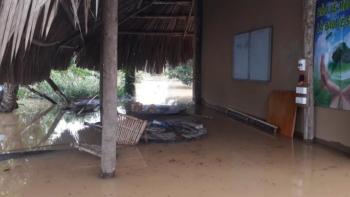 Một vùng rộng lớn ở Đồng Nai đang chìm trong nước, có nơi lút đầu trẻ  - Ảnh 6.
