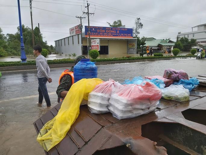 CLIP: Đảo ngọc Phú Quốc ngập lụt chưa từng thấy - Ảnh 10.