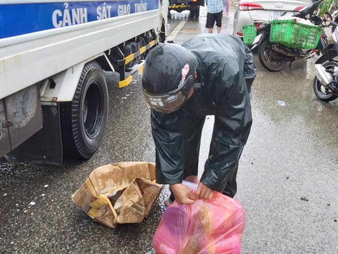 CLIP: Đảo ngọc Phú Quốc ngập lụt chưa từng thấy - Ảnh 9.