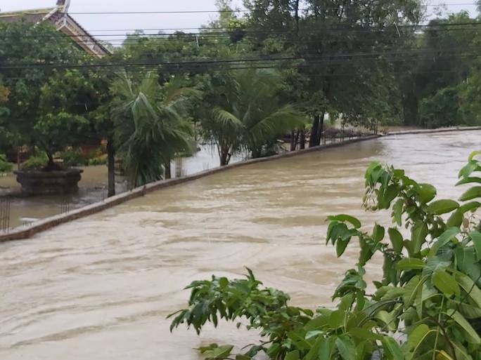 CLIP: Đảo ngọc Phú Quốc ngập lụt chưa từng thấy - Ảnh 6.
