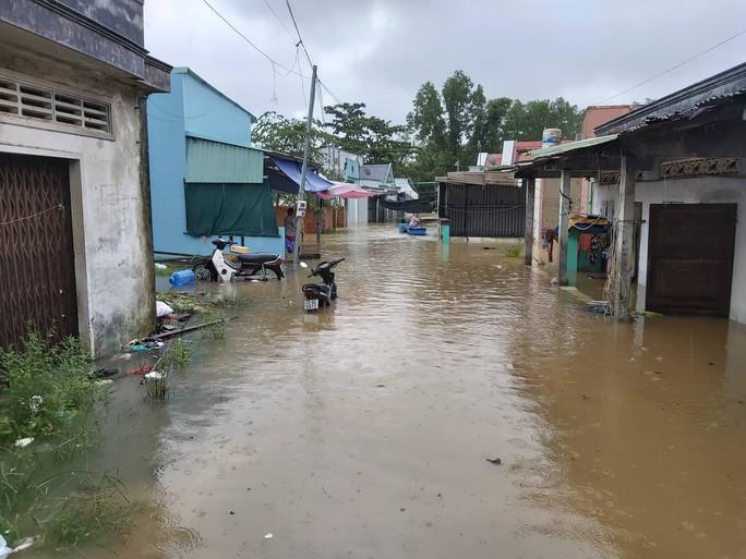 CLIP: Đảo ngọc Phú Quốc ngập lụt chưa từng thấy - Ảnh 3.