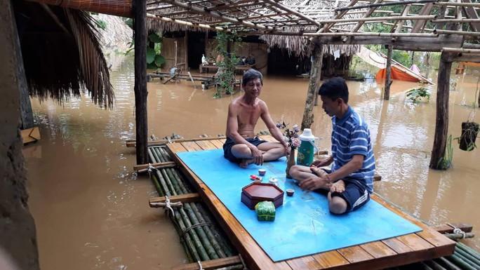 Một vùng rộng lớn ở Đồng Nai đang chìm trong nước, có nơi lút đầu trẻ  - Ảnh 9.