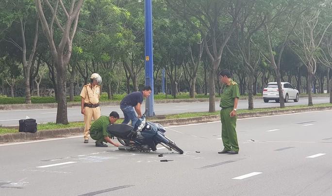 Rồ ga xe máy tông CSGT nhập viện khi bị kiểm tra - Ảnh 1.