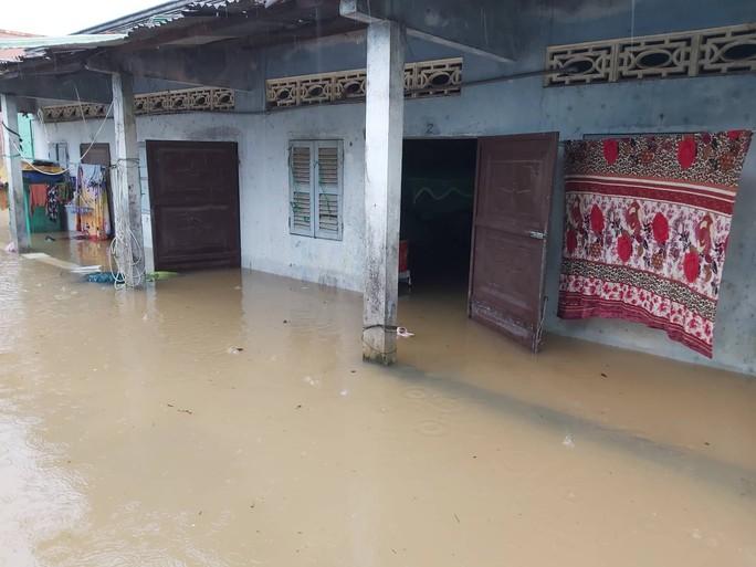 CLIP: Đảo ngọc Phú Quốc ngập lụt chưa từng thấy - Ảnh 2.