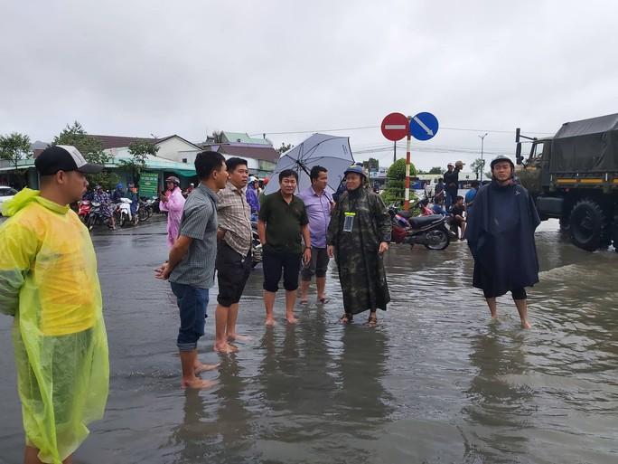 CLIP: Đảo ngọc Phú Quốc ngập lụt chưa từng thấy - Ảnh 7.
