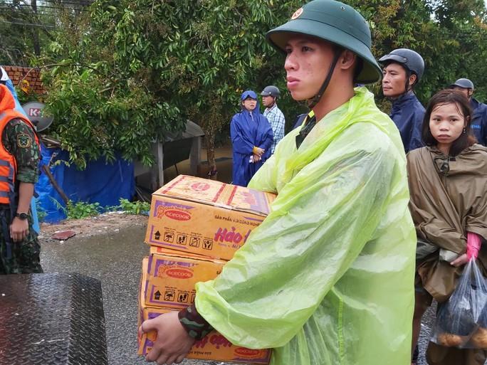 CLIP: Đảo ngọc Phú Quốc ngập lụt chưa từng thấy - Ảnh 11.