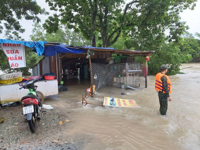 CLIP: Đảo ngọc Phú Quốc ngập lụt chưa từng thấy - Ảnh 5.