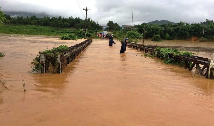 Nước sông Đồng Nai dâng cao, 1 người tử vong do rơi cống thoát nước - Ảnh 4.