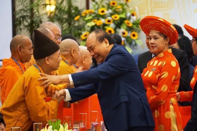 Thủ tướng Nguyễn Xuân Phúc gặp mặt, biểu dương các chức sắc tôn giáo tiêu biểu - Ảnh 3.