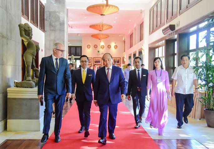 Thủ tướng Nguyễn Xuân Phúc gặp mặt, biểu dương các chức sắc tôn giáo tiêu biểu - Ảnh 4.