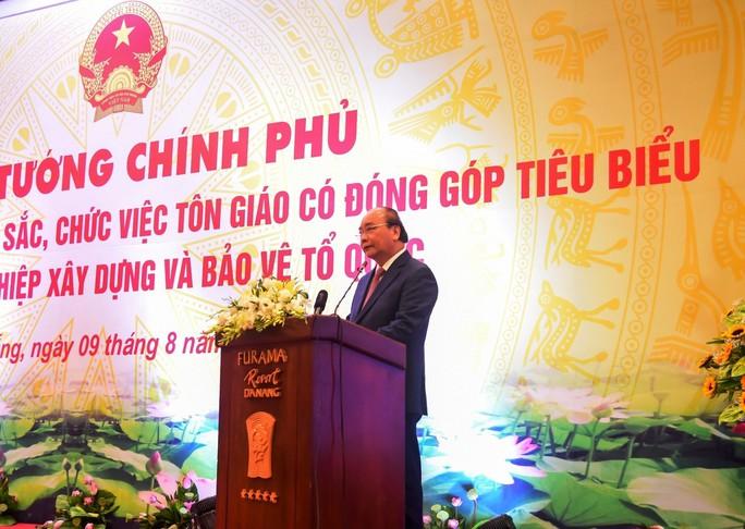 Thủ tướng Nguyễn Xuân Phúc gặp mặt, biểu dương các chức sắc tôn giáo tiêu biểu - Ảnh 1.