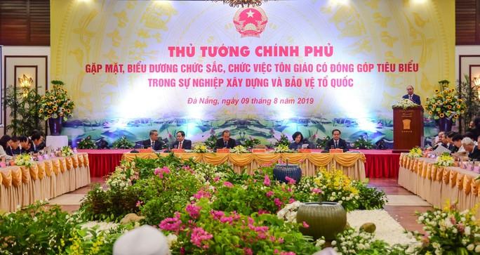 Thủ tướng Nguyễn Xuân Phúc gặp mặt, biểu dương các chức sắc tôn giáo tiêu biểu - Ảnh 2.