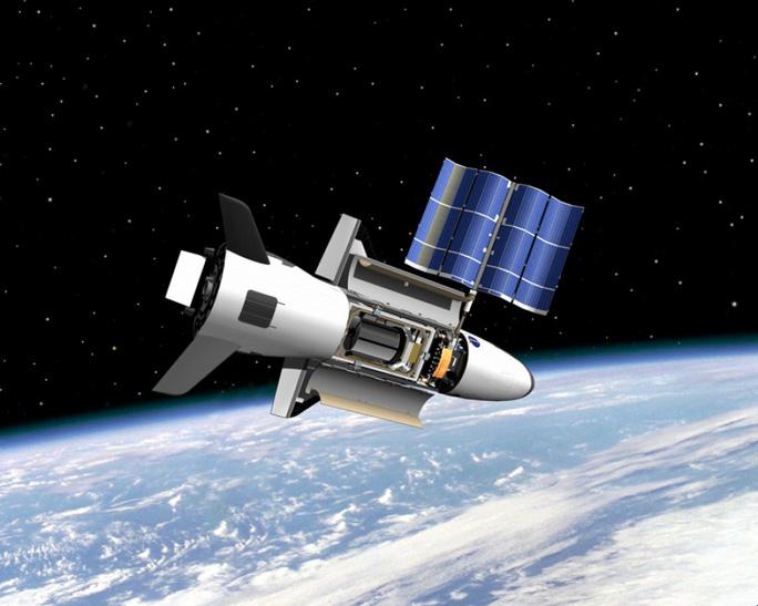 Máy bay không gian X-37B đánh dấu 700 ngày quay quanh trái đất - Ảnh 1.
