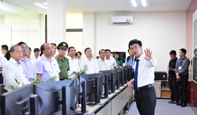 Thủ tướng Nguyễn Xuân Phúc dâng hương tại Nhà lưu niệm Bác Hồ ở TP Huế - Ảnh 3.