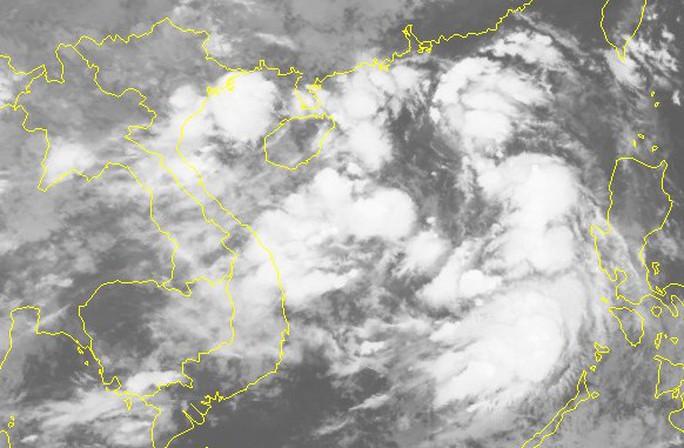 Áp thấp nhiệt đới trên Biển Đông, mạnh lên thành bão vào miền Trung - Ảnh 2.
