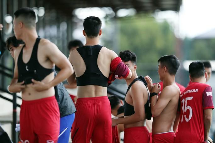 Tuyển Việt Nam tự tin tập luyện trong ngày thầy Park yêu cầu báo chí không để lộ bài - Ảnh 1.