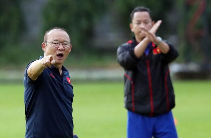 Chờ HLV Park Hang-seo lên tiếng về việc đổi lịch V-League để giúp Hà Nội FC - Ảnh 1.