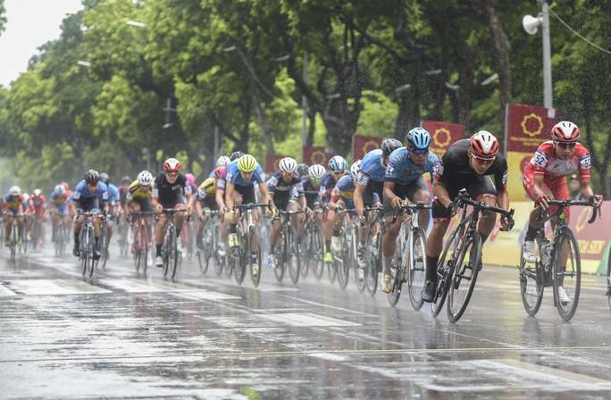 Tay đua Hàn Quốc giữ áo vàng sau cuộc đua tốc độ  - Ảnh 5.