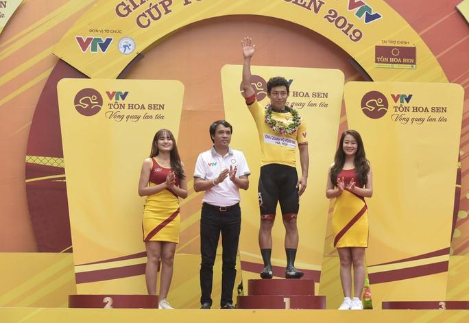 Tay đua Hàn Quốc giữ áo vàng sau cuộc đua tốc độ  - Ảnh 6.