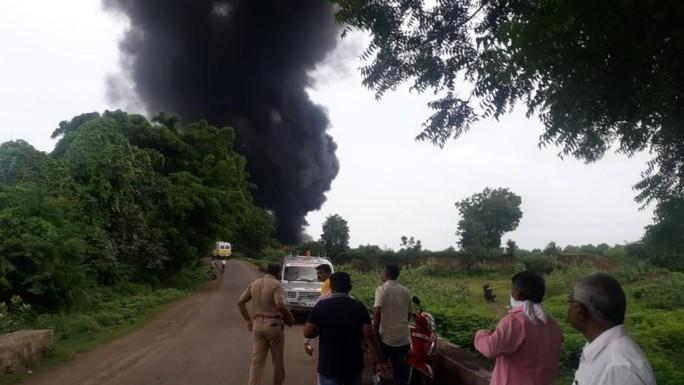 Nổ nhà máy hóa chất ở Ấn Độ, ít nhất 12 người chết - Ảnh 2.