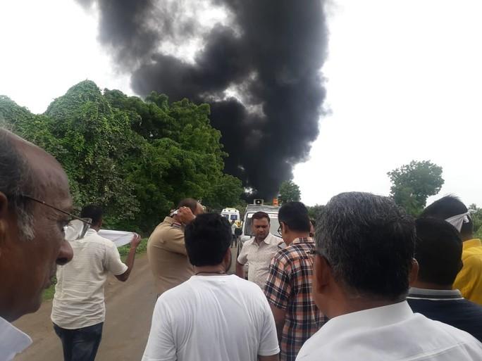 Ít nhất 12 người chết trong vụ nổ nhà máy hóa chất ở Ấn Độ - Ảnh 2.