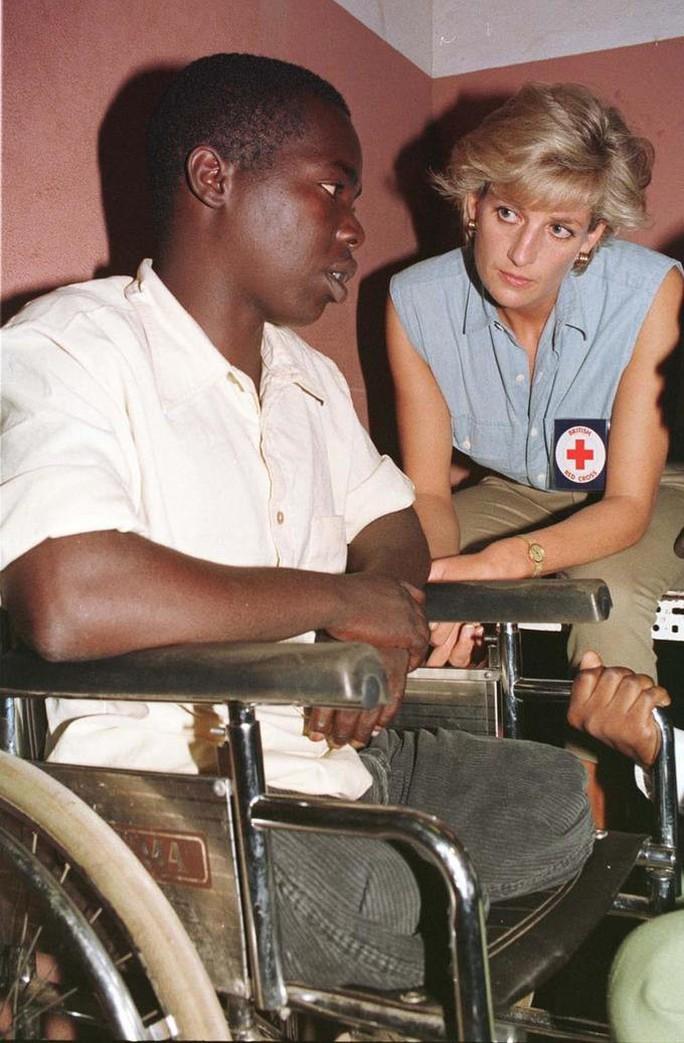 Lời nói cuối cùng của công nương Diana với người lính cứu hỏa - Ảnh 9.