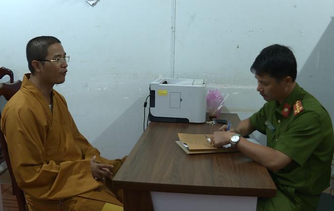 Giáo hội Phật giáo đưa người đập phá xe người đi đường điều trị tâm thần - Ảnh 1.