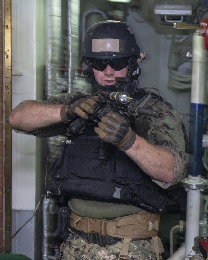 Cận cảnh đặc nhiệm hải quân ASEAN-Mỹ diễn tập truy bắt nghi phạm trên tàu - Ảnh 12.