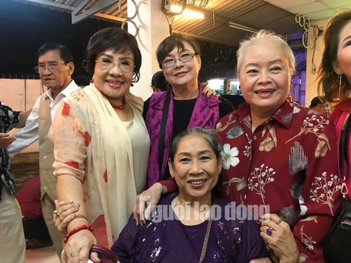 NSND Minh Vương tri ân đồng nghiệp trong ngày giỗ Tổ sân khấu - Ảnh 10.
