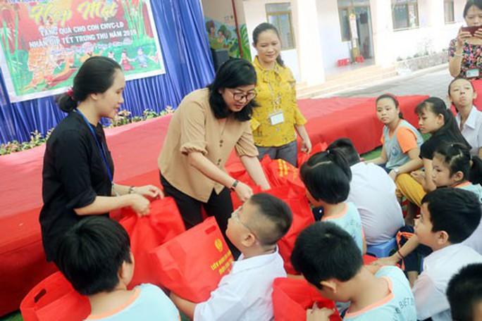 Sẻ chia khó khăn cùng trẻ em thiếu may mắn - Ảnh 1.