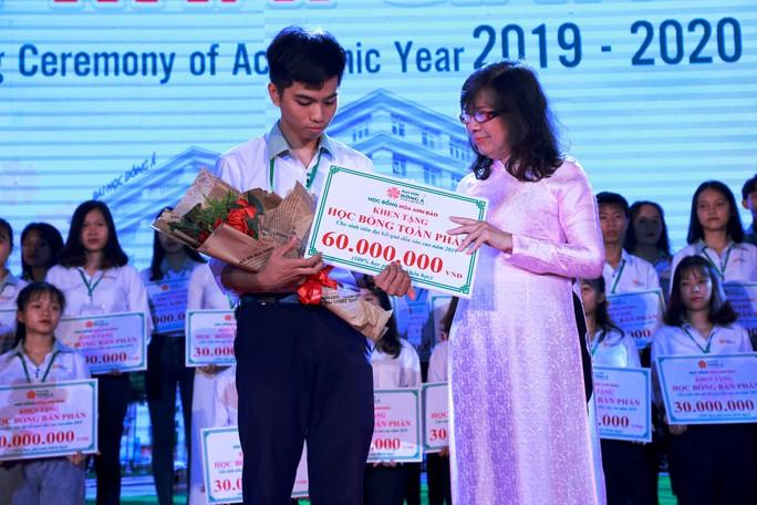 10 tỉ  đồng học bổng khuyến tài và khuyến học cho tân sinh viên ĐH Đông Á - Ảnh 1.