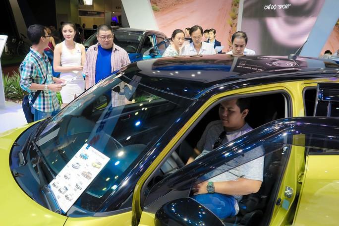 Nhập khẩu đạt 4,9 tỉ USD, thị trường ôtô cạnh tranh khốc liệt - Ảnh 1.