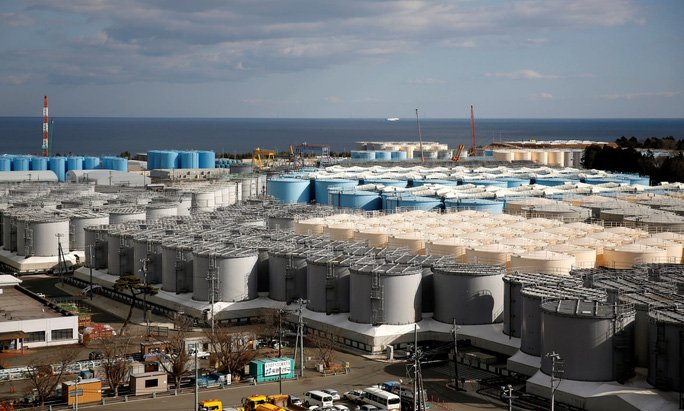 Nhật Bản phải đổ nước nhiễm phóng xạ ra biển vì hết chỗ chứa? - Ảnh 1.