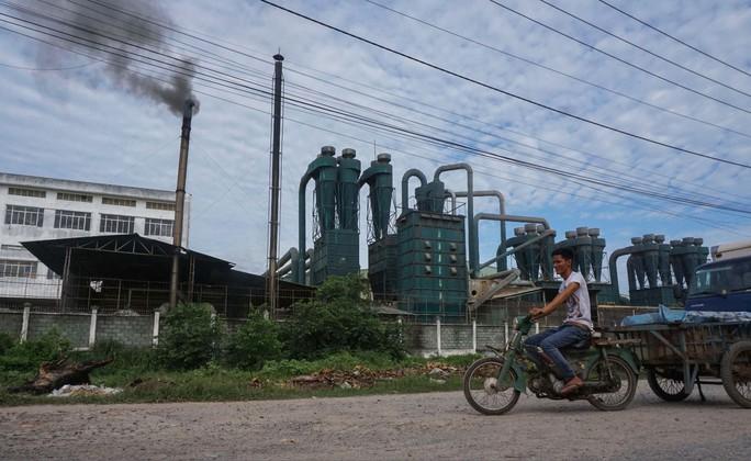 Di dời ngay nhà máy gây ô nhiễm - Ảnh 1.