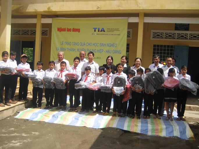 Báo Người Lao Động mang trung thu đến trẻ em nghèo Hậu Giang - Ảnh 16.