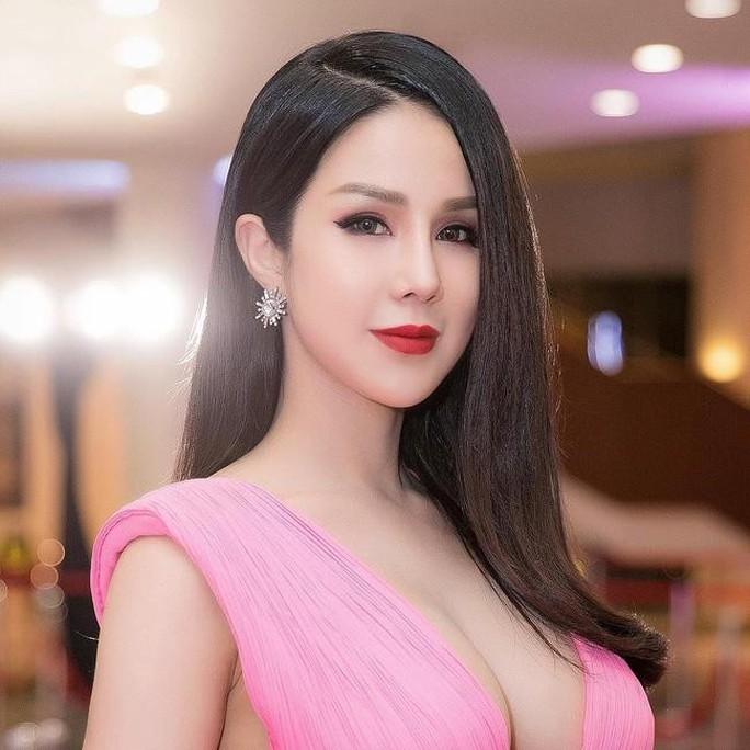 Không gặp được Ji Chang Wook, người hâm mộ ném đá Diệp Lâm Anh - Ảnh 4.