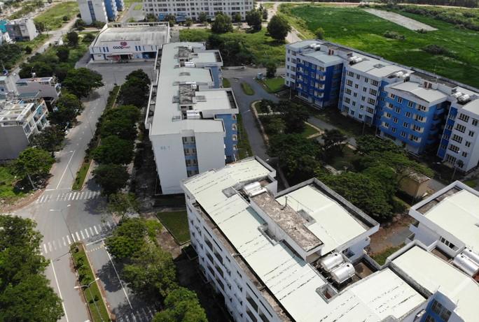 Khu tái định cư ngàn tỉ ở Bình Chánh giống như đô thị ma - Ảnh 2.