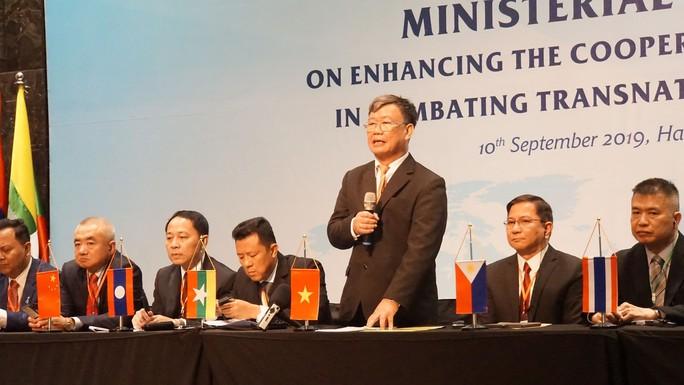 Bộ Công an xác nhận vụ đột kích xưởng sản xuất ma tuý cực lớn, tạm giữ 8 người Trung Quốc - Ảnh 1.
