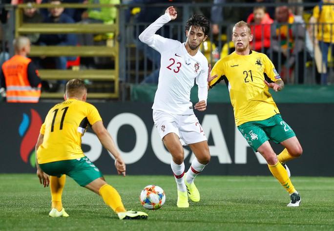 Ronaldo lập cú poker, Bồ Đào Nha vùi dập chủ nhà Lithuania - Ảnh 2.