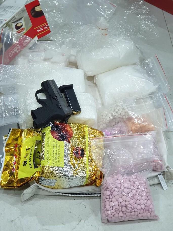 TP HCM: Đánh sập đường dây ma túy có súng đã lên nòng, thu 35 kg hàng đá - Ảnh 10.