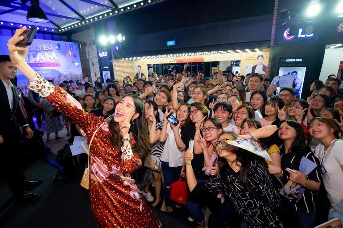 Jun Vũ đọ sắc cùng sao Thái Lan Esther Supreeleela - Ảnh 12.