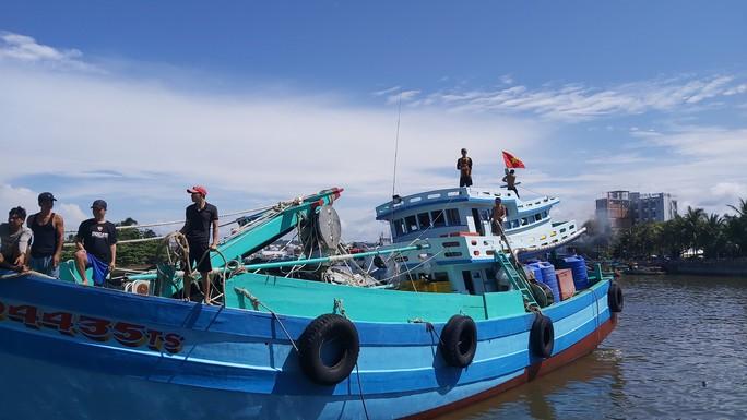 1.000 lá cờ Tổ quốc đến tay ngư dân Phú Quốc - Ảnh 5.