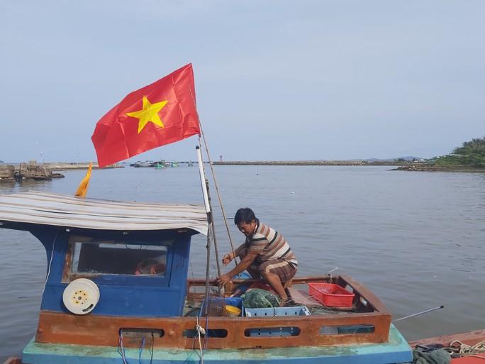 1.000 lá cờ Tổ quốc đến tay ngư dân Phú Quốc - Ảnh 6.